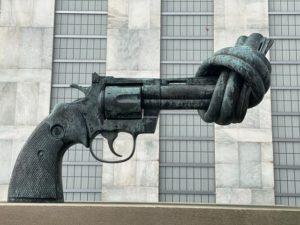 """Non-Violence""-Skulptur, UN-Hauptquartier, New York, USA"